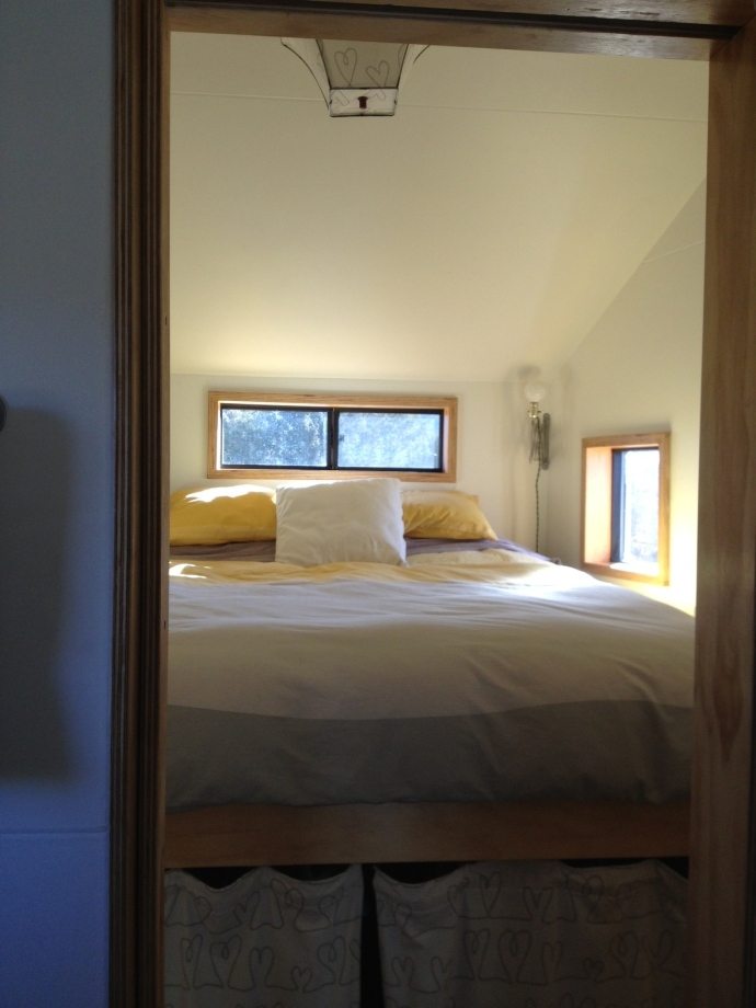 Tiny House bedroom: yellow and gray duvet cover.